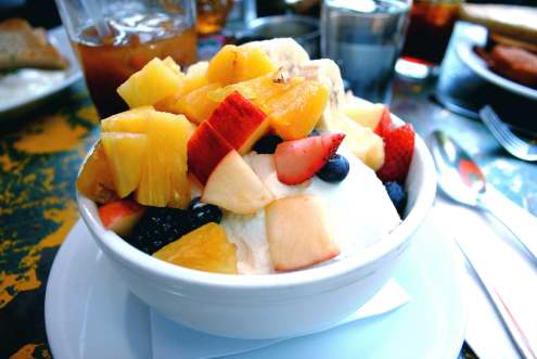 Fruit, yogurt, and granola al 5Leaves