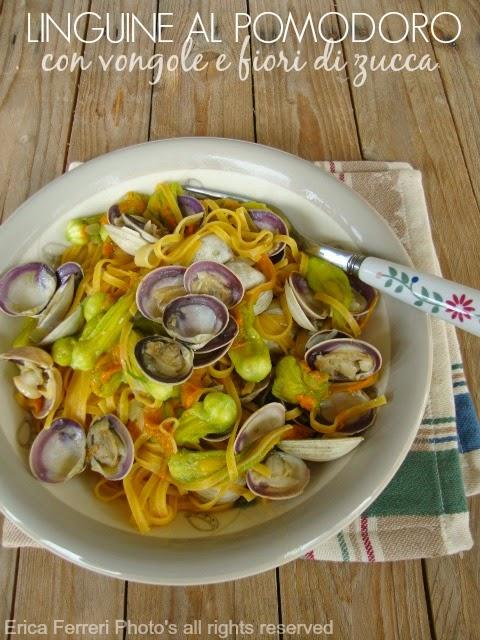 Linguine al pomodoro con vongole e fiori di zucca