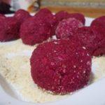 Canederli in rosa: gnocchi di pane alla barbabietola