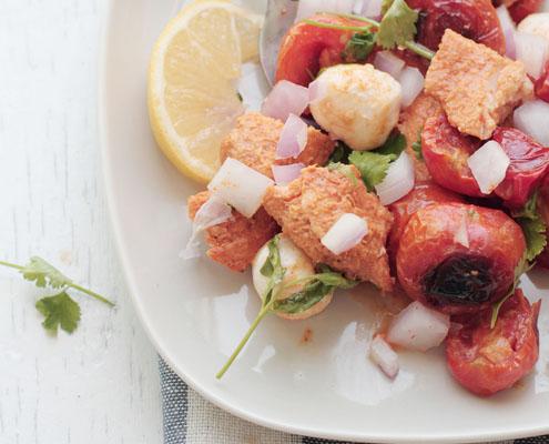 Insalata di pomodorini, pollo Tandoori tikka e bocconcini di mozzarella