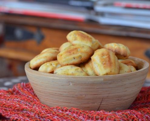 Madeleines con gorgonzola e nocciole
