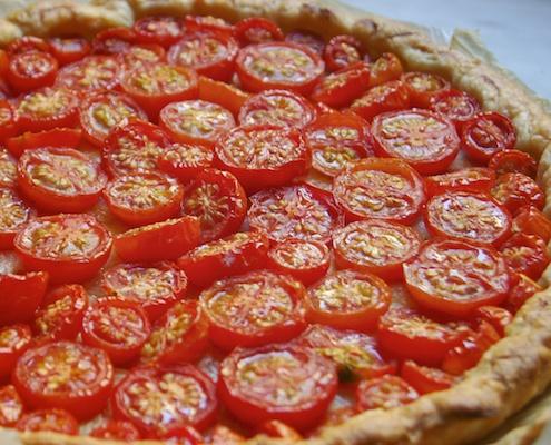 Torta salata con gorgonzola pomodoro e cipolle