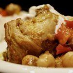 Pollo con peperoni e ceci al curry