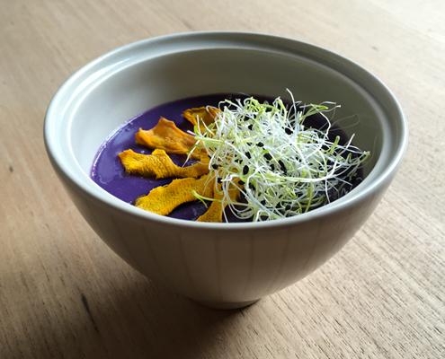 vellutata di patate viola e chips di zucca